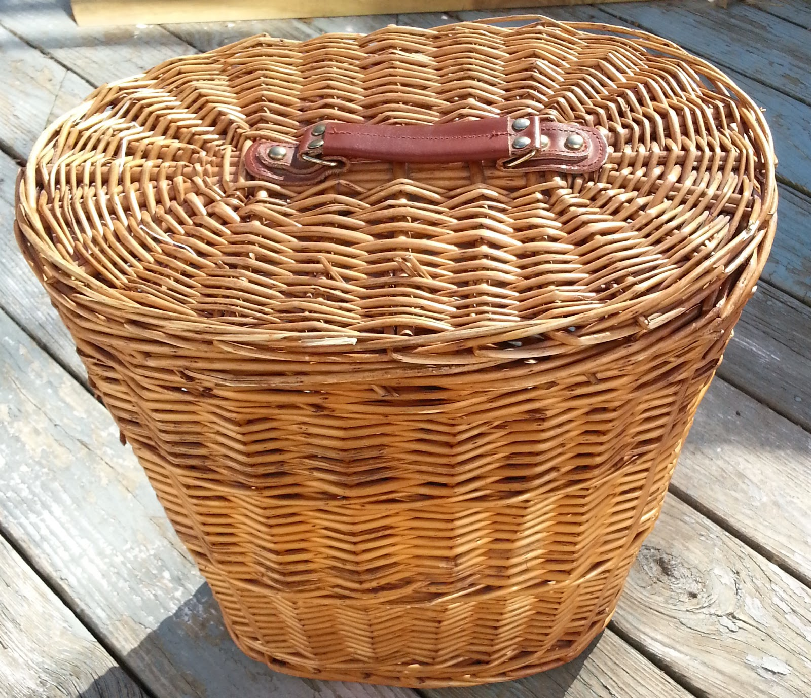 Small wicker hamper