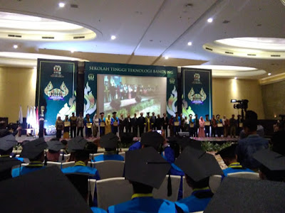 acara wisuda sekolah tinggi teknologi bandung (sttb)