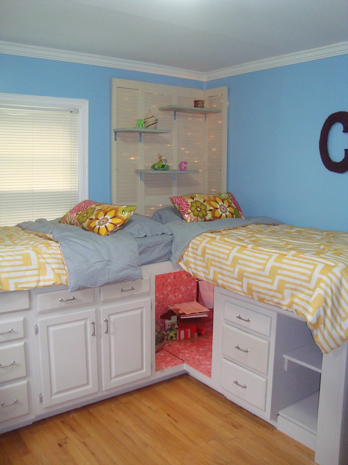 The pages beds with storage for my girls - Diy bunk beds for small rooms ...