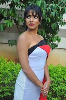 amala paul stunning stills 26