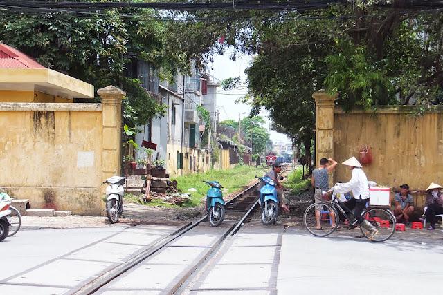 hanoi-railroad ハノイの線路2