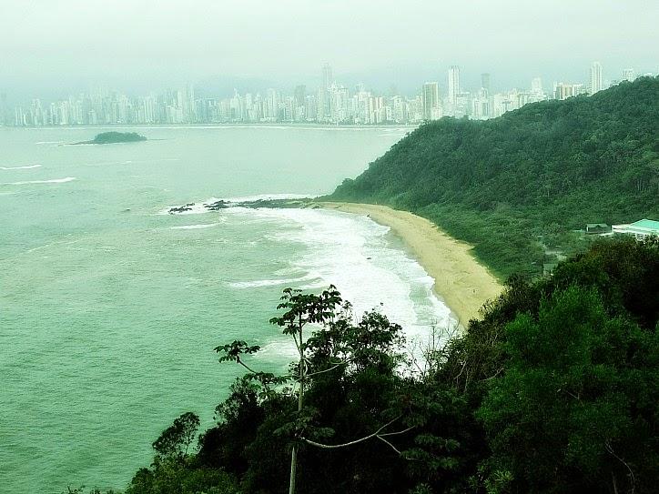 Vista do centro de Balneário Camboriú a partir do alto do Morro do Careca.