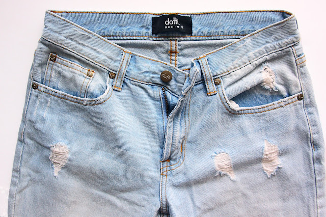 DIY Idea: Distressed Jeans