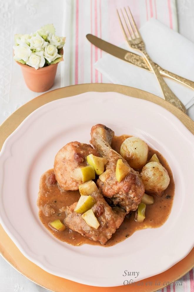 Pollo con manzana y pasas