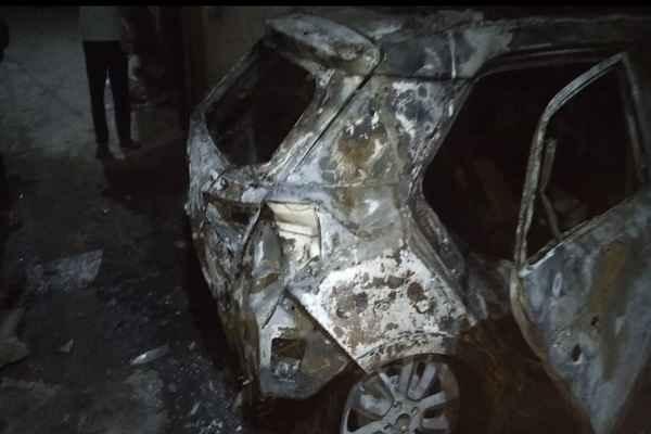 i20-car-burnt-in-violence-and-riot-in-sgm-nagar-faridabad
