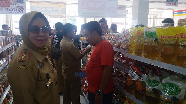 Koperindag Luwu Temukan 24 Makanan Instan Tanpa Label Halal Beredar di Minimarket Belopa