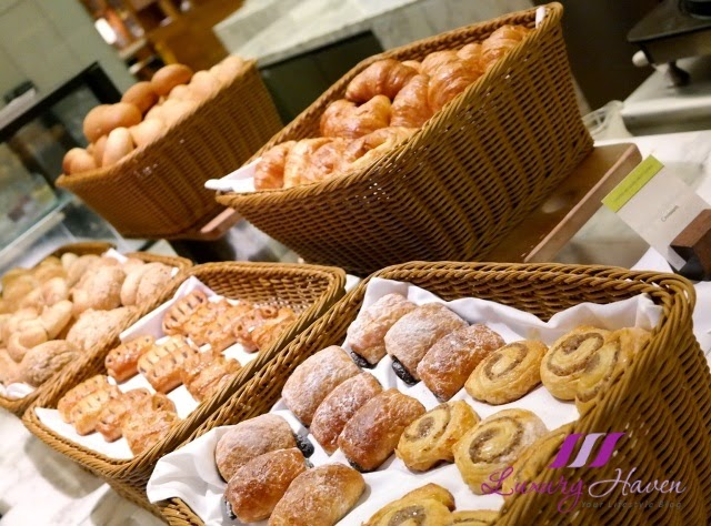 doubletree hilton jb makan kitchen breakfast blogger review