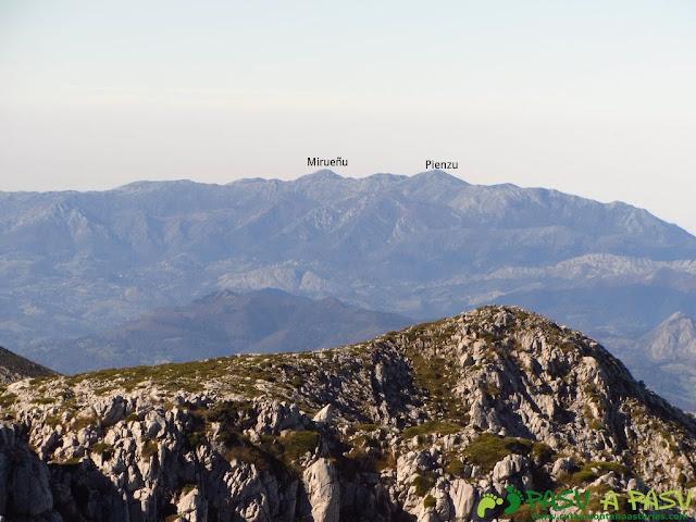 Vista del Pienzu y Mirueñu desde el Cuetón