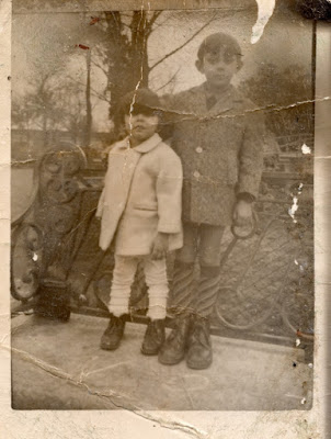 Marco Antonio y Oscar Sanz Molleda en los jardines de Pereda de Santander.