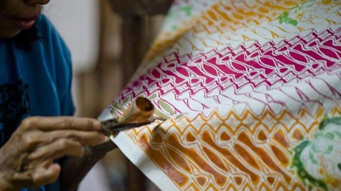Lestarikan Batik dengan Membeli Batik Tulis dan Cap