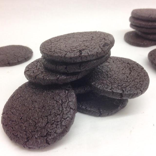 """Chocolate Cookie """"Oreos"""""""