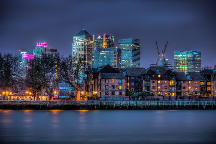 27. Canary Warf by night by Hoite Jouke