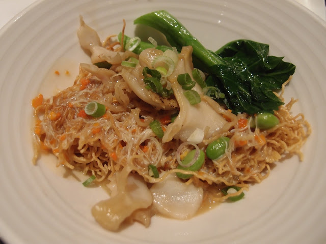 Crispy Noodles with Sea Caracol and Hairy Crab Meat