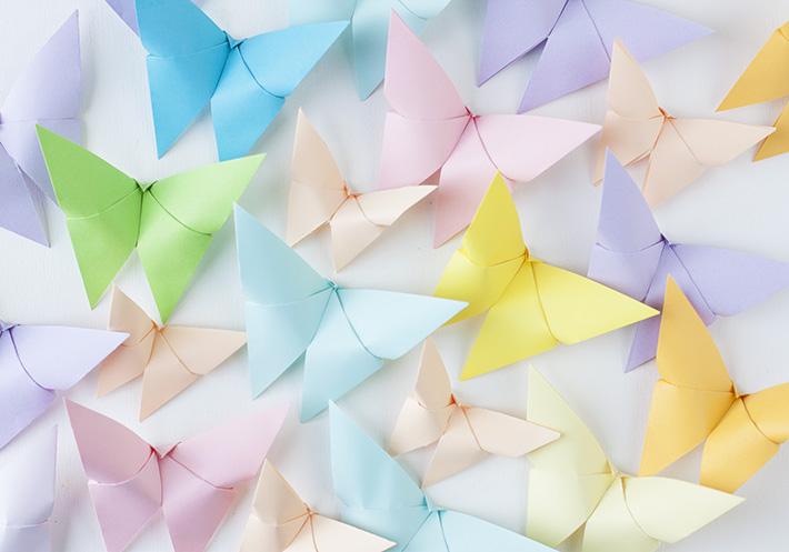 mariposas de papel de colores