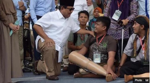 Prabowo Berikan Bantuan Tangan dan Kaki Palsu ke Penyandang Disabilitas