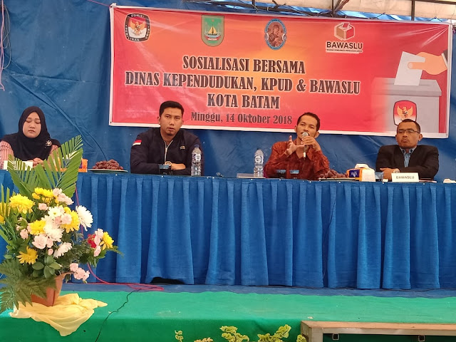 Sosialisasi Dinas Kependudukan dan Pencatatan Sipil Kota Batam beserta KPU di Gereja PMBPA Sagulung