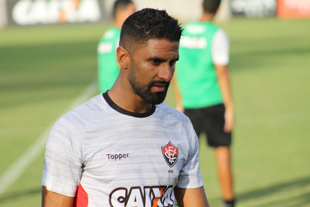 Corinthians marca reunião com diretoria do Vitória para tentar tirar atacante colombino do Leão 1