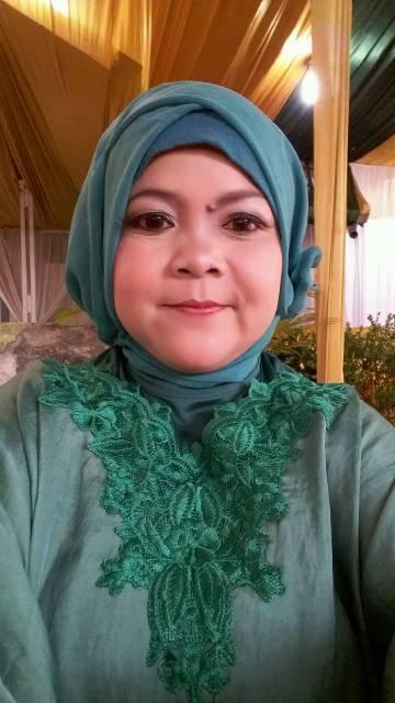 Yuyun Yuningsih Seorang Wanita Muslimah Berhijab Di Kabupaten Bandung Barat, Provinsi Jawa Barat Sedang Mencari Jodoh Pasangan Pria Untuk Jadi Calon Suami