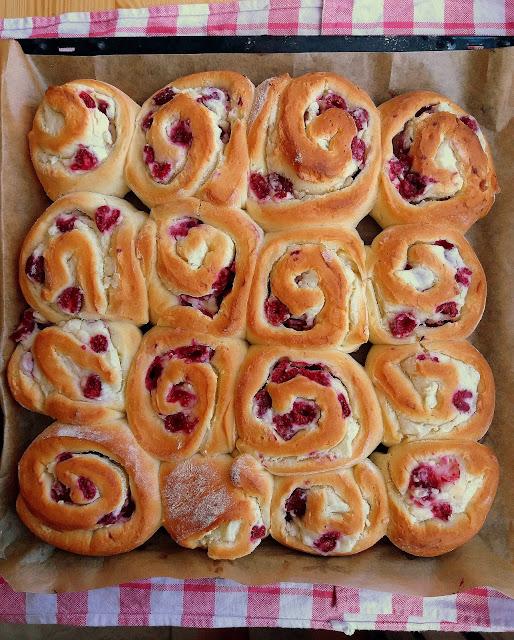 Bułeczki z serem i malinami / Raspberry Cream Cheese Rolls
