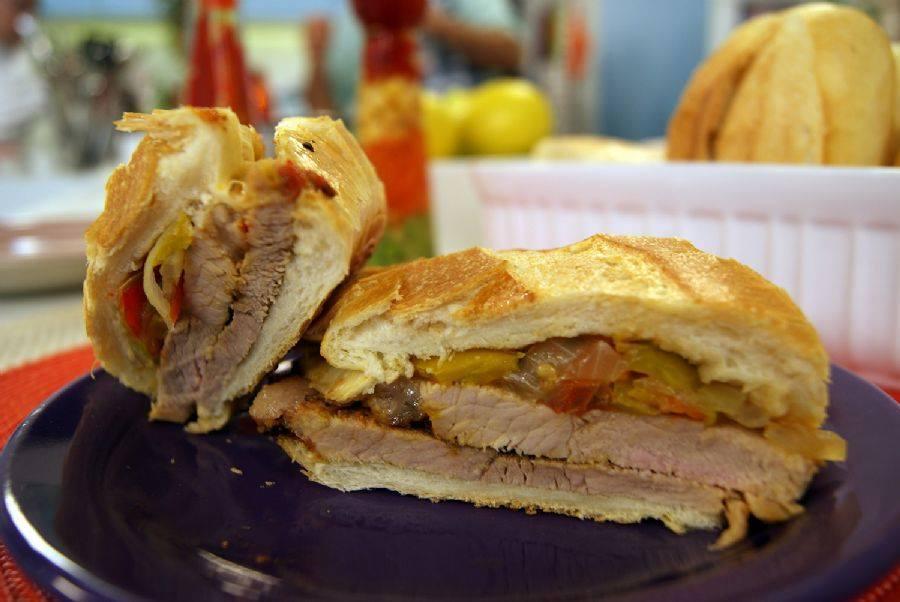 El Cocinero Loko: O Rei do Pernil, um dos remanescentes da presença Galega na região do Comercio em Salvador, mantem a tradição da comida simples e do delicioso Sanduíche de pernil.