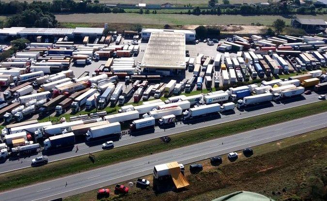 Comissão aprova projeto que anistia multas aplicadas a caminhoneiros em greve de 2018