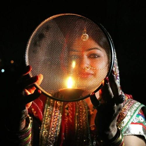 करवा चौथ 2017: इस समय होगा चांद का दीदार और ये है पूजा का शुभ मुहूर्त karva chauth 2017 know about muhurat or timing and when moon will rise