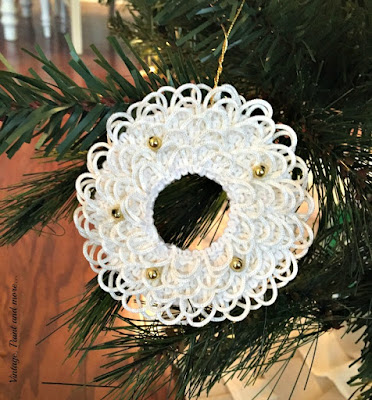 diy button hole christmas wreath