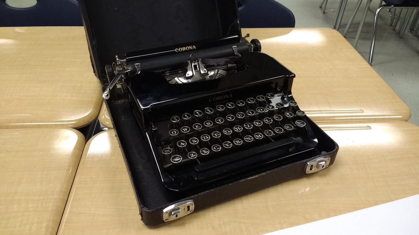 typewriter in suitcase Smith Corona C400