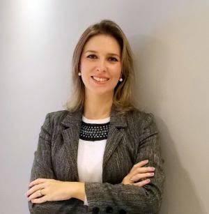 A consultora empresarial, a linguista Vivian Rio Stella, Diretora da VRS Cursos, faz três alertas sobre o uso do WhatsApp no ambiente corporativo