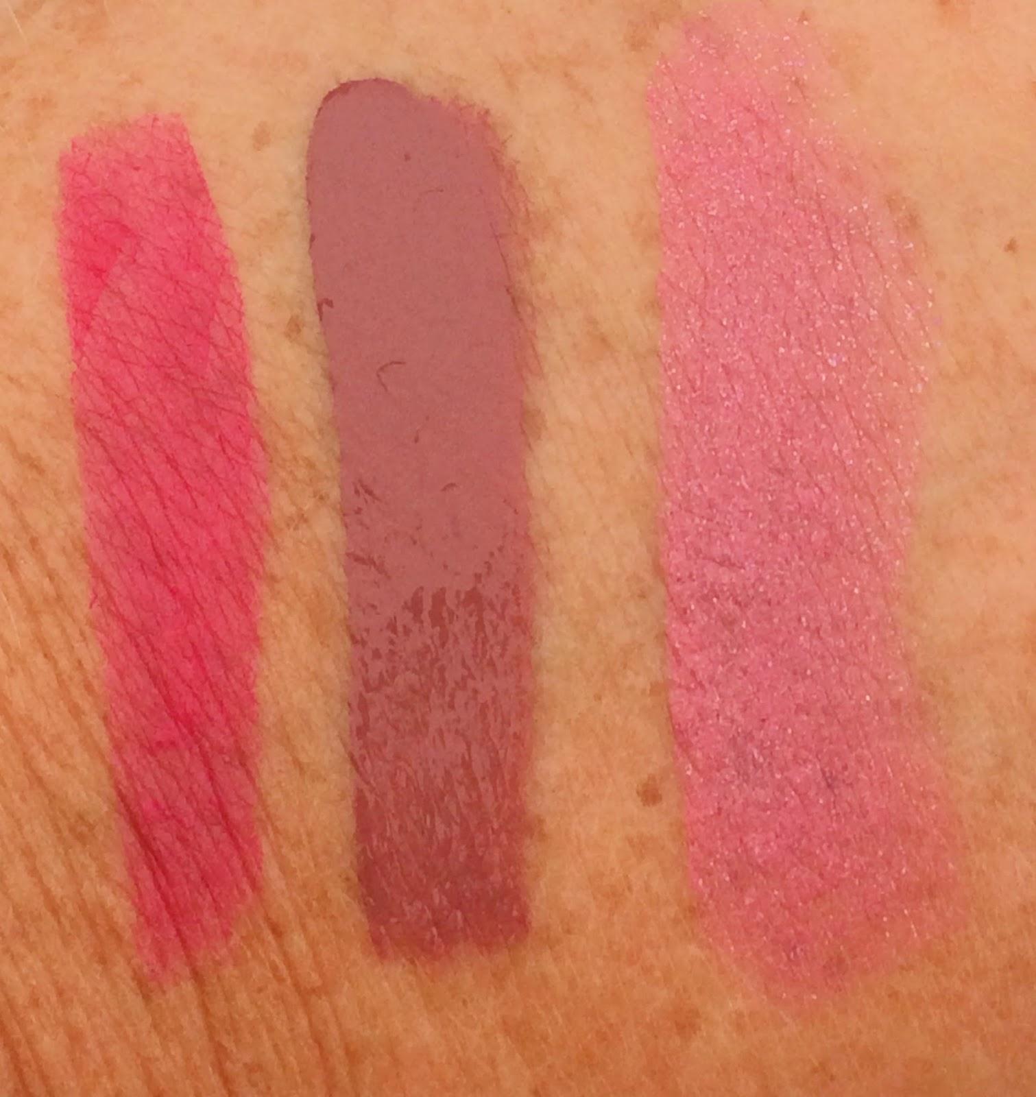 Kat Von D Everlasting Liquid Lipstick Lolita, Charlotte Tilbury Modern Matte lipstick The Queen, Kat Von D Studded Lipstick Magick, Swatches, Review