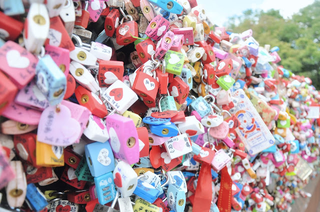 Love locks at the Namsan Seoul Tower (남산서울타워)