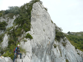 La Ola de Egino, Izarraitz Montaña, vias de escalada en Egino