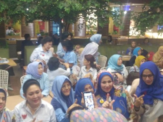 Rabu Biru, Pengukuhan Dukungan Emak-emak Milenial ke Prabowo-Sandi