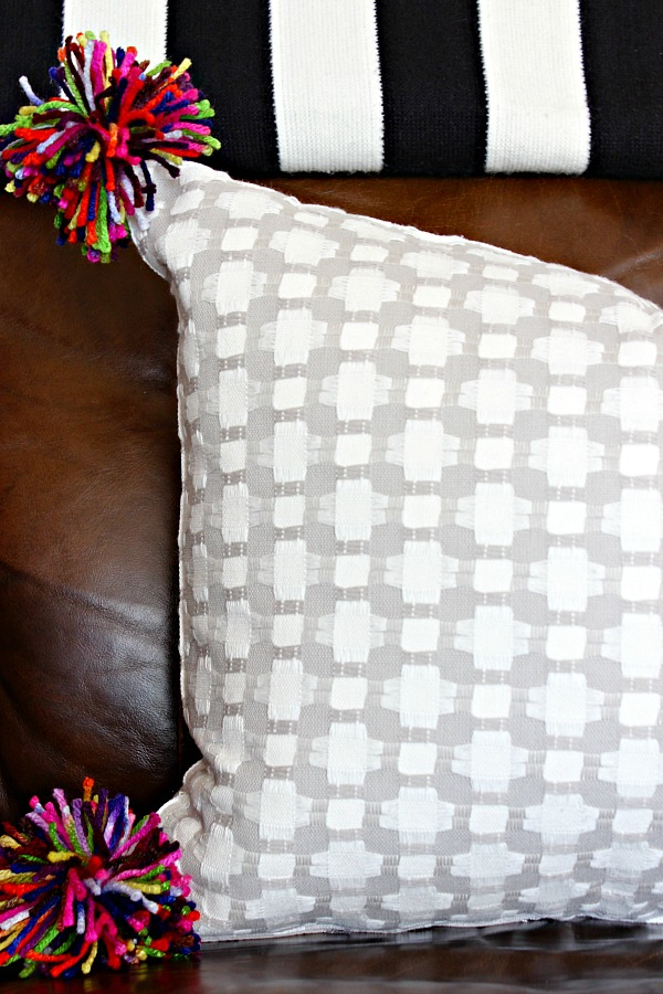 pillow tutorial, DIY pillow project, how to make a pillow, pom pom pillow, pillow from a placemat