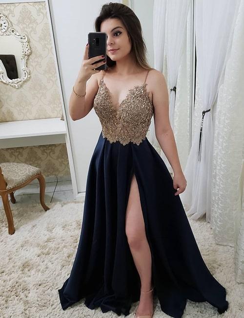 vestido azul marinho estilo princesa com fenda