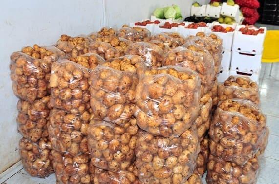 السورية للتجارة في السويداء تطرح كميات من البطاطا والحمضيات بأسعار مخفضة