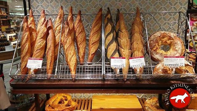 Baguettes dans une boulangerie Paul Bocuse au Japon