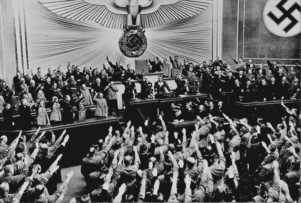 Ovación para Hitler en el Reichstag después de anunciar el éxito Anschluss de 1938