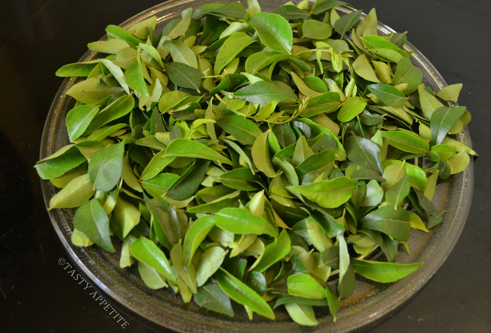 curry leaves in tamil