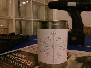 Sablon a konzervdobozon a mécsestartóhóz
