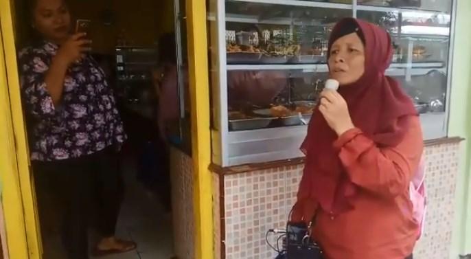 Pengamen Emak-emak Ini Menjadi Viral Di Sosmed