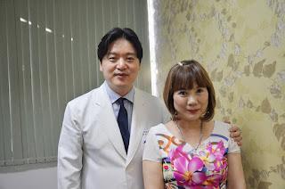 Chị Lữ Thị Hồng sau phẫu thuật chỉnh sửa sụp mi do nhiều lần phẫu thuật hỏng.