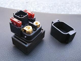 アドレスV125G互換品の方へヒューズとマウントラバーの移植