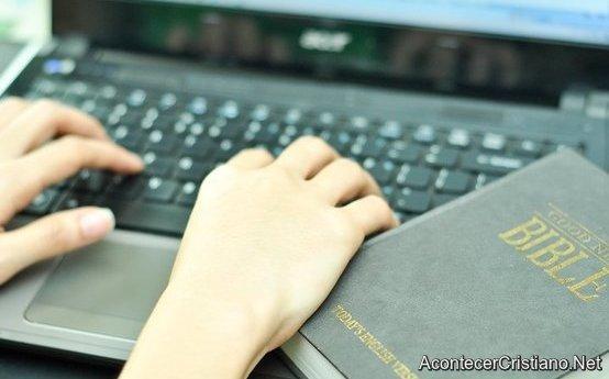 Evangelismo: Estudiando la Biblia por Internet
