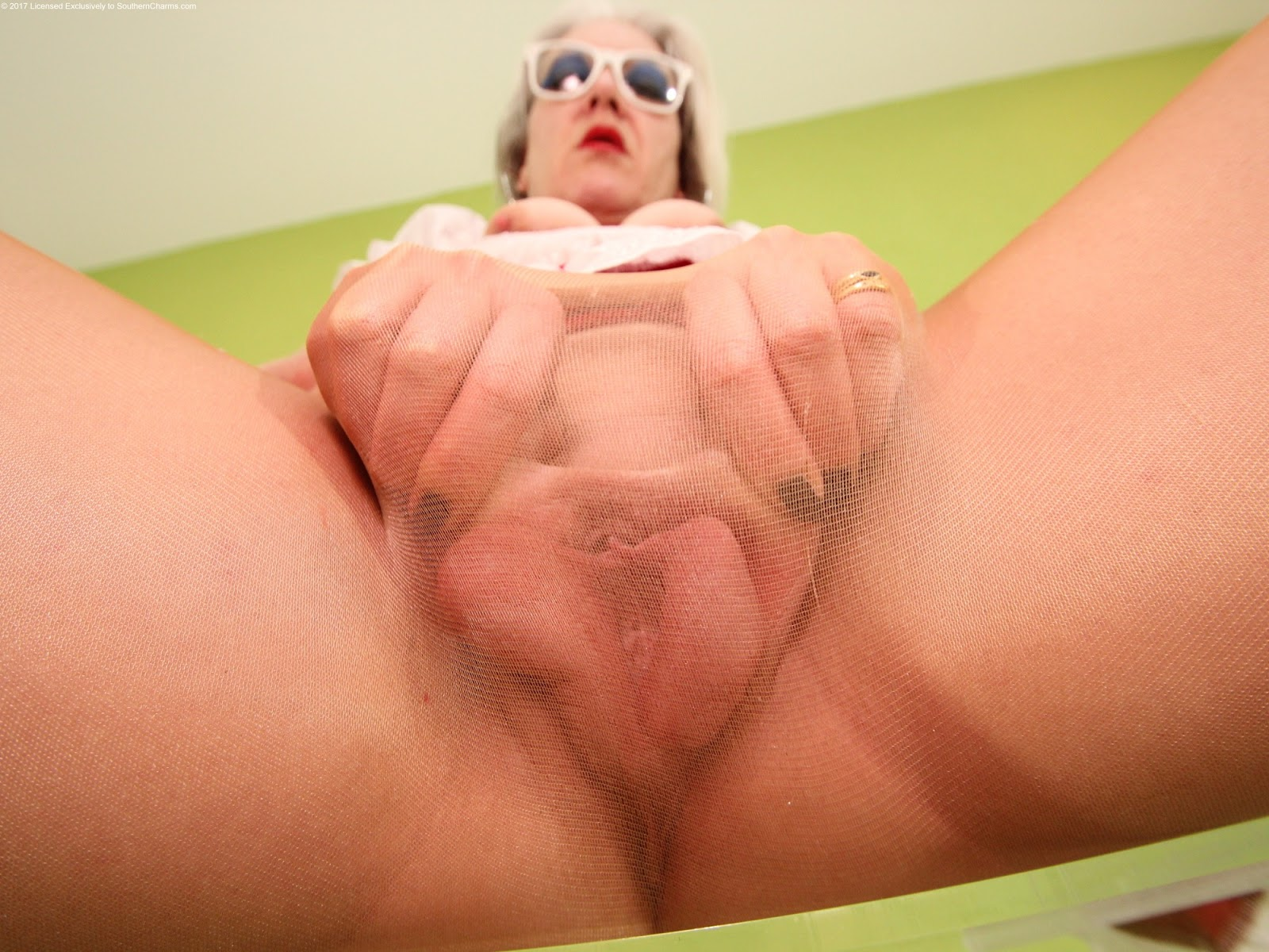 Old ladies extreme vulva