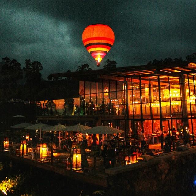 foto indahnya balon udara di dusun bambu