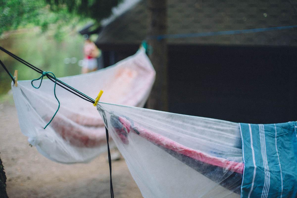 Köyhän naisen diy-hyönteissuoja halpaan riippumattoiluun