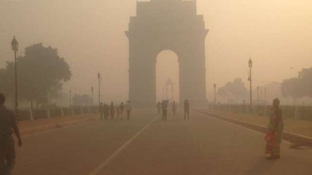 Cracker ban goes up in smoke on Diwali night, Delhi wakes up to blanket of smog