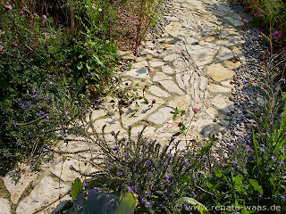 DIY Gartenweg aus Resten - Naturstein