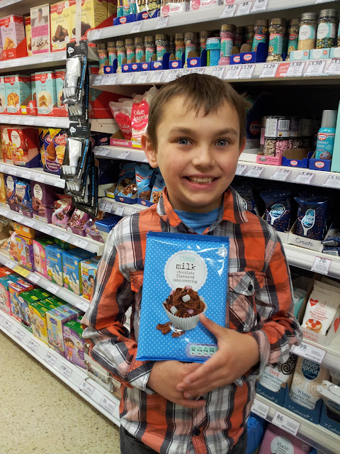 Tesco, chocolate cake covering, chocolate, cake, icing, popping candy, stars, decorate, bake, baking, cakes, creative baking